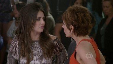 Jade diz que Cobra não merece seu apoio - Lucrécia fica revoltada com a atitude de sua filha