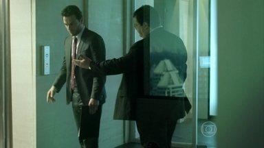 Robério aconselha Alex a se concentrar mais no trabalho - Empresário se reúne com chineses
