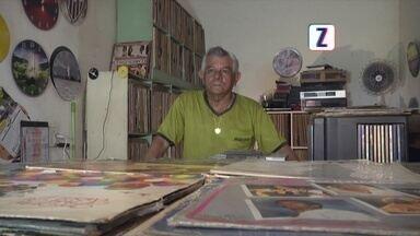 Conheça o colecionador que tem mais de 10 mil discos de vinil - Moacyr foi ao mercado de Porto Velho-RO conhecer seu Miranda, um colecionador de vinil.