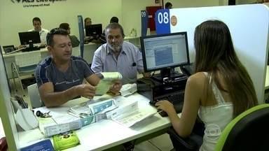 Companhia de energia elétrica em SP faz feirão da conta de luz vencida - Os clientes tentam negociar as contas de energia elétrica atrasadas. As dificuldades para se pagar luz e água são as que mais atormentam os brasileiros.
