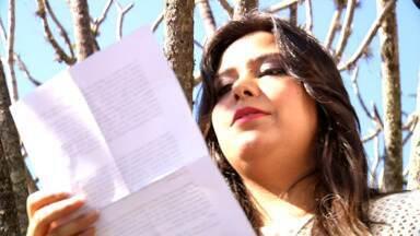 Você no Plugue: conheça Babi Escholz, uma jovem escritora de Itatiaia - Ela escreveu uma história de amor que se passa no outono inspirada na olha 'Um Dia', de David Nicholls.