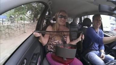 Angélica participa com Huck do 'Vou de Taxi' de Dia dos Namorados - Apresentadora se empolga com presentes inusitados e sugere levar algema para casa