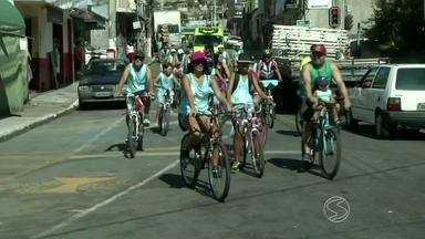 Passeio ciclístico comemora 20º aniversário de Pinheiral, RJ - Aproximadamente 100 pessoas participaram do evento, percorrendo as ruas do Centro.