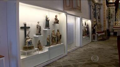 Museu de Arte Sacra será reaberto em Paraty - Guardado há mais de cinco anos, o museu de arte sacra será reaberto na igreja mais antiga de Paraty. O espaço guarda uma coleção de relíquias.