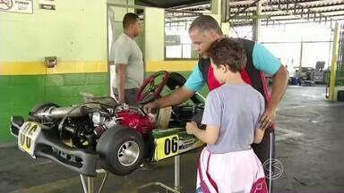 Etapa do Estadual RJ de Kart Rio Sul reúne pilotos em Volta Redonda, RJ - Automobilismo virtual foi uma atração a mais para quem curte velocidade.
