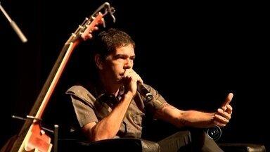 Dado Villa-Lobos vem a Rio Preto e dá dicas em bate-papo para bandas - Um grande ídolo do rock nacional esteve em São José do Rio Preto (SP) neste sábado (13) para inspirar os músicos da juventude. É Dado Villa Lobos, cantor, compositor e integrante da imortal banda Legião Urbana.