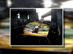 Incêndio queima casa mas não destrói imagem de Santo Antônio - Casa de madeira no bairro Forqueta foi completamente destruída.
