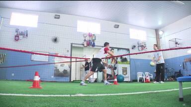 Falcão escolhe o Paraná para se recuperar de lesão - Globo Esporte foi acompanhar um dia de recuperação do craque, que mostrou ainda talento fora das quadras
