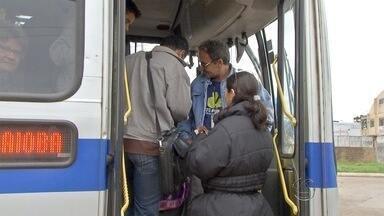 Venda de passe de ônibus para passageiro sem cartão gera reclamações em Campo Grande - Antes, o passageiro que entrava no ônibus em qualquer ponto da cidade, sem cartão, só podia comprar o passe nos guichês que ficam nas entradas dos terminais. Com o novo sistema, o passe é vendido dentro do ônibus.