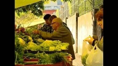 70% dos gastos mensais são com alimentação: veja dicas para economizar - Nossa equipe visitou mercados e feiras na busca pelo melhor preço