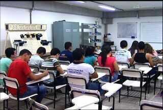 Estudantes reservam período de férias para cursos de profissionalização - Veja como se inscrever.