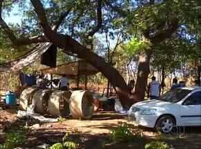 Famílias se retiram de área particular invadida em Palmas - Famílias se retiram de área particular invadida em Palmas