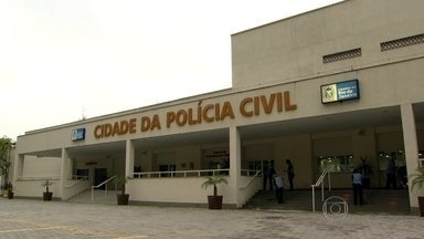 Polícia descobre como é feita a prestação de contas na maior facção criminosa do Rio - Depois de oito meses de investigação, a Polícia Civil conseguiu identificar a quadrilha e descobriu como os bandidos controlavam a venda de drogas e armas, mesmo dentro dos presídios. O grupo movimentava R$ 7 milhões por mês.