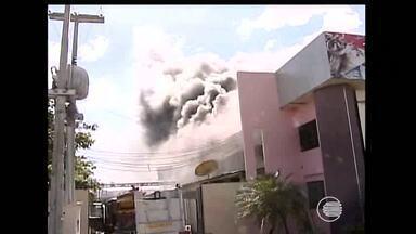Incêndio atinge fábrica de sorvetes em Floriano - Incêndio atinge fábrica de sorvetes em Floriano