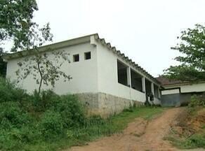 Salas de aula ficam vazias devido a falta de onibus escolar, em Rio Novo do Sul, ES - Alunos estão com dificuldades para chegar a escola.
