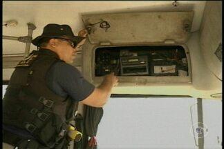 Polícia Rodoviária Federal fiscalizou ônibus da empresa Viva Petrolina - Em dois deles foram encontradas várias irregularidades
