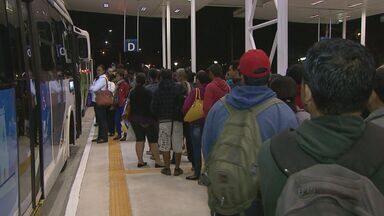 Passageiros reclamam de novo terminal de ônibus em Ribeirão Preto - Eles ficaram perdidos para encontrar o ponto certo de cada linha.
