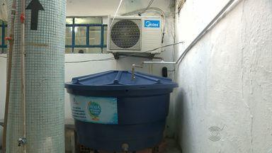 Água de ar condicionado é reutilizada em estabelecimentos de CG - Água do ar condicionado é usada para fazer limpeza de ambientes.