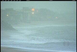 Marinha divulga alerta de ressaca e ondas podem chegar até 2,5m na Região dos Lagos - Temperatura na região teve mudança brusca.