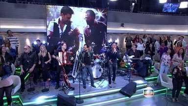 Zezé di Camargo e Luciano cantam 'Estrada da Vida' - Dupla abre o programa homenageando Milionário e José Rico