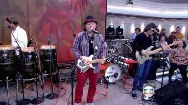 Banda A Cor do Som faz homenagem ao cantor Cristiano Araújo - Eles cantam no palco do Encontro