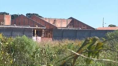Obras milionárias de escolas públicas no PR estão longe de ficar prontas - No Paraná, a maioria das obras sob responsabilidade da Valor Construtora e Serviços Ambientais já custaram milhões de reais, mas estão bem atrasadas.