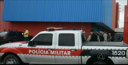 Dois supermercados são assaltados em João Pessoa - Em um dos casos, quatro bandidos armados invadiram estabelecimento nos Bancários, roubaram dinheiro e fugiram.