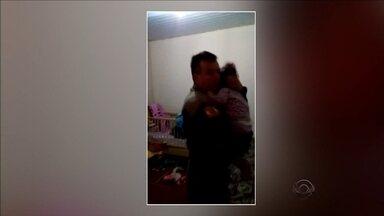 Mãe é suspeita de maltratar filha de 3 anos com Síndrome de Down em Joinville - Mãe é suspeita de maltratar filha de 3 anos com Síndrome de Down em Joinville
