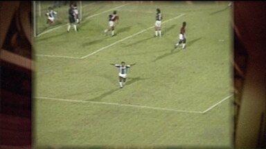 Baú do Esporte: relembre jogo do Londrina x Paraná na década de 90 - No Estádio do Café, Tubarão recebeu o Paraná Clube pela Série B e venceu de virada