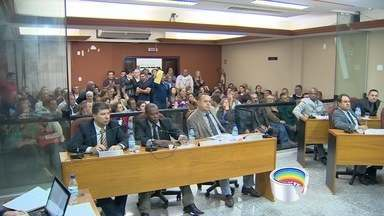 Câmara de Caçapava tem tumulto - Os vereadores votaram o pedido de abertura de um processo de cassação do mandato do prefeito Henrique Rinco, do PSDB.