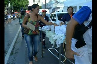 Familiares buscam informações sobre pacientes após incêndio no PSM da 14 de março - Duas pessoas morreram durante as transferências para outros hospitais.
