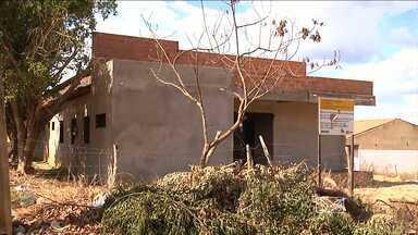 Em Balsas, obras inacabadas estão servindo como esconderijo para marginais - As obras são de uma creche e um posto de saúde.