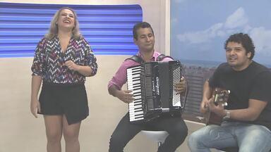 """Cantora Kel Monalisa realiza Arraial no Jaraguá - Além do """"Arraial da Kel"""", vários cantores se apresentaram no Arraial Central, no estacionamento do Jaraguá."""