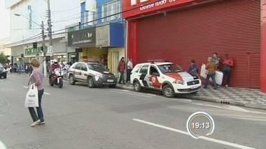 Assalto em loja de Jacareí termina em tiroteio - Segurança do comércio percebeu a presença de criminoso e chamou a polícia.