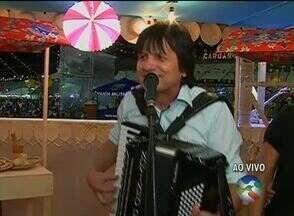 Novinho da Paraíba se apresenta nesta sexta (26) no São João de Caruaru - Cantor fará show no Pátio de Eventos. Também se apresentam na noite o Forró Vumbora, Gusttavo Lima, Luan Estilizado e Solteirões do Forró.