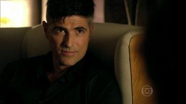Anthony confessa a Fanny que ficou com Giovanna - Modelo humilha a namorada, mas diz que a ama