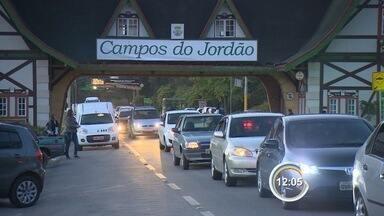Estradas ficam cheias no domingo - Turistas que voltavam de cidades da serra da Mantiqueira lotaram as estradas.