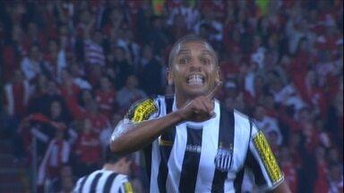 Santos perde para o Inter e segue próximo à zona de rebaixamento - David Braz é expulso e deixa Peixe com 10 em campo durante o segundo tempo