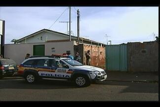 Adolescente é encontrada morta dentro de casa em Uberaba - Corpo da vítima estava com perfurações ocasionadas por disparos de arma de, de acordo com a polícia. PM e perícia foram acionadas.