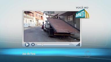 VC no MGTV: Morador reclama de caminhão parado em rua de Juiz de Fora - Segundo telespectador, veículo está estacionado na curva da Rua Pedro Trogo, no Bairro Santo Antônio. Settra informou que reforçará fiscalização no local.