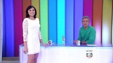 Monica Iozzi mostra seu look do dia - Apresentadora diz que vestido branco valoriza e revela que está fazendo ballet fitness