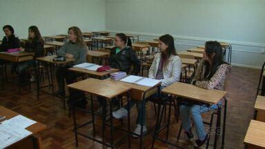 Veja como foi o retorno das aulas na Unicentro. - Depois de 81 dias de greve no primeiro semestre, os alunos da Unicentro voltaram hoje às aulas.