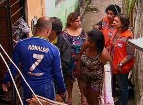 Duas pessoas da mesma família morrem em deslizamento na Zona Norte no Recife - Casa das vítimas, no bairro da Bomba do Hemetério, ficou soterrada.