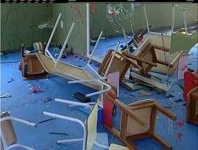 Escola de Arraial do Cabo, RJ, é alvo de vandalismo e aulas só vão voltar na quarta - Vandalismo aconteceu durante a madrugada.