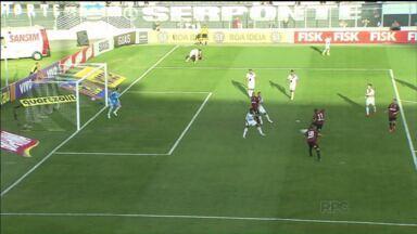 Atlético-PR perde gols e toma virada da Ponte Preta - Furacão cansou de perder oportunidades ainda no 1º tempo e deixou escapar a chance de assumir a ponta da tabela