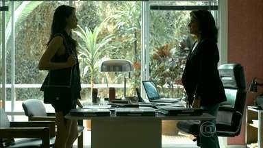 Giovanna enfrenta Fanny - Anthony tenta participar da conversa entre as duas