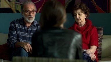 Oswaldo sugere que Hilda envie Angel para a casa do pai - A jovem modelo se preocupa com a reação de Carolina
