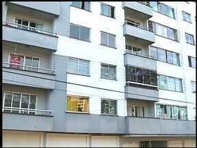 Jovem morre depois de cair de prédio em Erechim, RS - Ele caiu do quarto andar de um apartamento no centro da cidade.