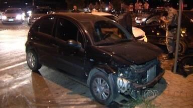 Perseguição policial acaba em batida de quatro carros, em Goiânia - Dos quatro suspeitos que foram perseguidos, dois foram detidos e dois continuam foragidos.