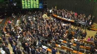 Deputados contrários à redução da maioridade penal vão ao STF - Parlamentares querem pedir a anulação da última votação na Câmara. Cunha diz que respeitou regras e que não teme briga na justiça.